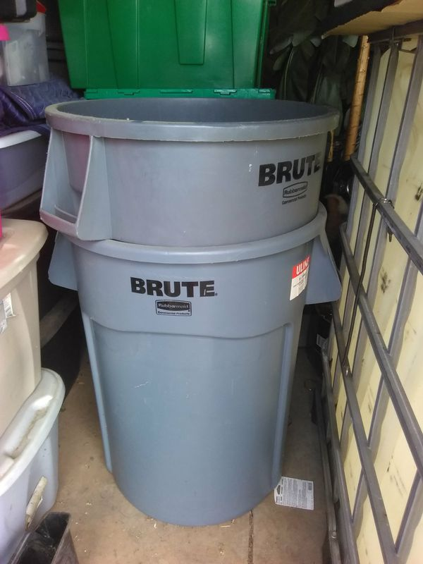 TWO BRUTE 44 GALLONS TRASH CAN