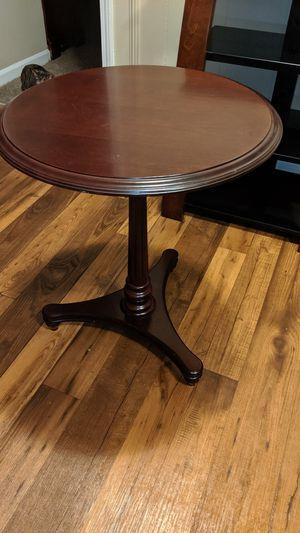 Small round accent table for Sale in Murfreesboro, TN