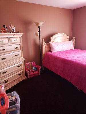 Queen Set with nightstand and Chest for Sale in Chino, CA