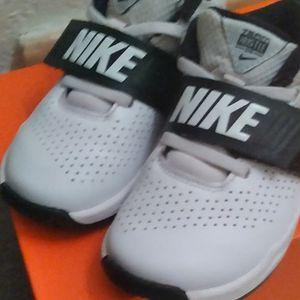 Kids White Nike 10c for Sale in Wichita, KS