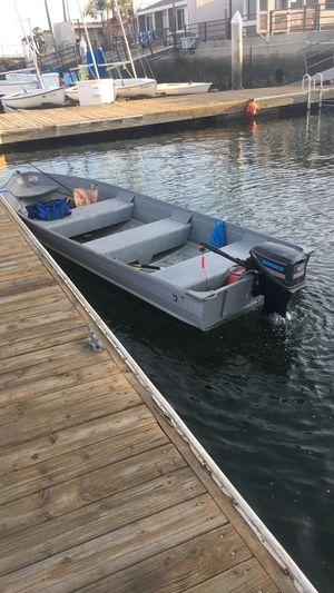 14 foot aluminum fishing boat for Sale in Huntington Beach, CA