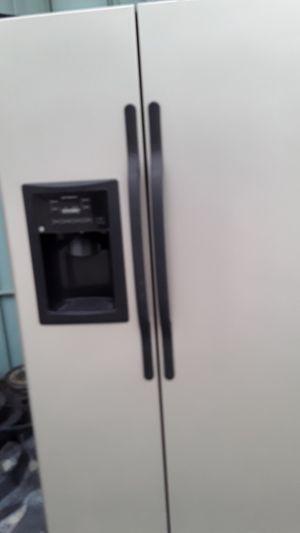 """Refrigerador ge 36""""en perfecto estado garantía incluida tres meses for Sale in Hialeah, FL"""