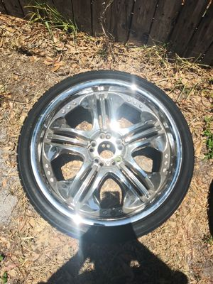 20 inch rims 5 lugs universal need 1 tire for Sale in Tampa, FL