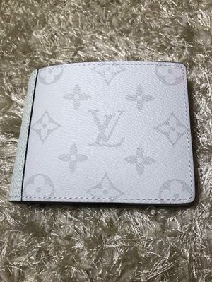 Louis Vuitton White Eclipse Wallet for Sale in Queens, NY