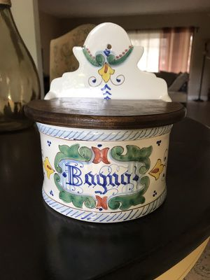 Vintage Made in Italy bath salt or storage box (Click my Pic to see other items) (Oprima mi foto para ver que mas vendo) for Sale in Pembroke Pines, FL