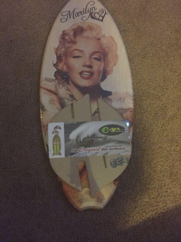 Marilyn Surfboard Decor
