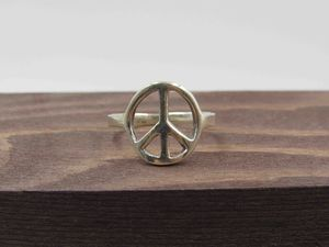 Size 7 Sterling Silver Hippy Peace Symbol Band Ring Vintage Statement Engagement Wedding Promise Anniversary Bridal Cocktail Friendship for Sale in Bothell, WA
