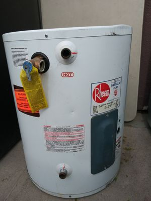ELECTRIC WATER HEATER for Sale in Las Vegas, NV
