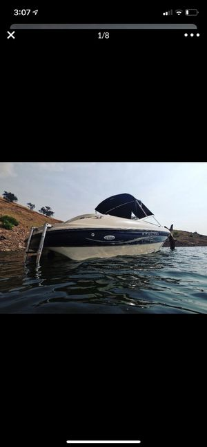 Bayliner capri boat 8 to 9 passengers tags paid till 2021 pimk in hand serious buyers only! No low offers thank you runs good low hours 200 ! for Sale in Reedley, CA