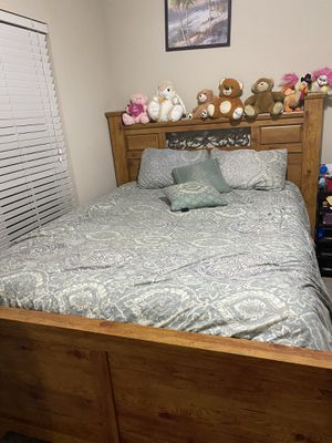 Bed with dresser for Sale in Cantonment, FL
