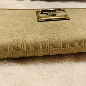 MK Medium Wallet for Sale in Santa Fe Springs, CA