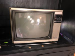 Dyna Color TV from the 80s for Sale in Beaumont, TX