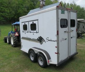 AN AWESOME 2 Horse Trailer FOR SALE.$1000 for Sale in Columbus,  OH