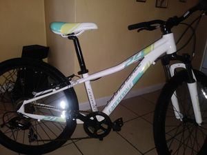 Cannondale kids hard tail mountain bike 24 inch. Carborn fiber. for Sale in Miami, FL