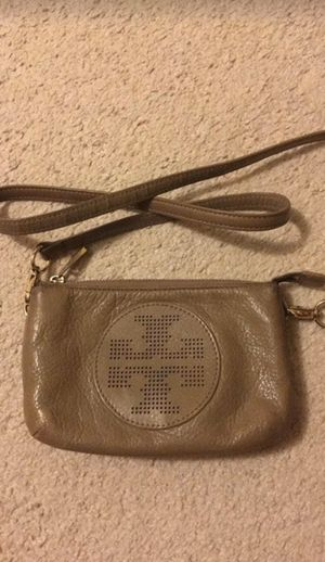 Authentic Tory Burch Messenger Side Bag for Sale in Farmington Hills, MI
