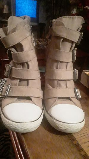 Shoes, wedge by Simple Vera wang sz.8m, cute for Sale in Gardena, CA