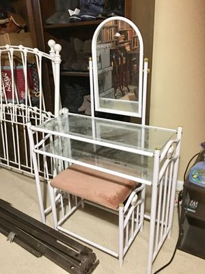 White Ornate Metal Bedroom Furniture for Sale in Youngstown, OH