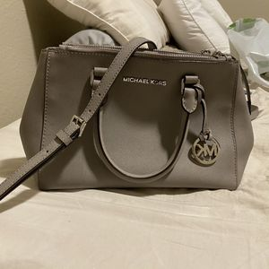 Micheal Kors Sutton Bag for Sale in Fresno, CA