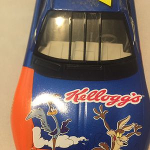 Nascar1/24 Scale ROAD RUNNER 5 Car 2002 Chevy Monte Carlo for Sale in Englewood, FL