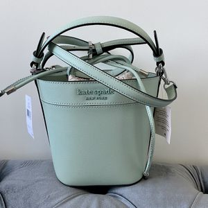 Kate Spade Bucket Bag for Sale in Waukegan, IL