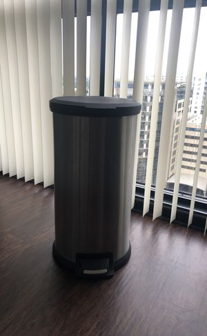 Simplehuman kitchen trash can step on garbage can for Sale in Orlando, FL