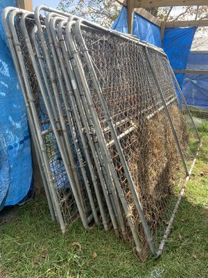 Chain link kennel for dogs birds for Sale in Alvin, TX