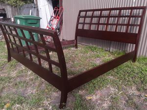 Solid wood king bed frame good conditions asking 340 will deliver for Sale in Houston, TX