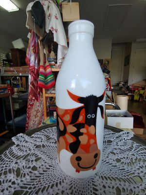 COLLECTIBLE MILK BOTTLE for Sale in Plant City, FL