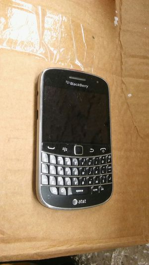 Blackberry bold 9900 Atnt 4G non camera some visible scratches and scuffs Refurbished coming phone different than pic but almost same condition. for Sale in Los Angeles, CA