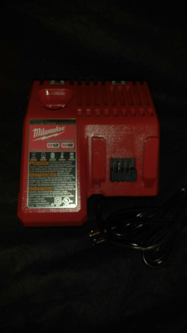 Milwaukee Combo M18 M12 Battery charger with M12 Worklight