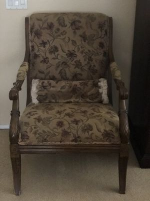 Antique looking Chair for Sale in Corona, CA