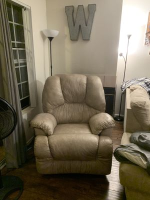 Recliner chair for Sale in Bonsall, CA