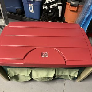 Step 2 Toy Box Chest for Sale in Clermont, FL
