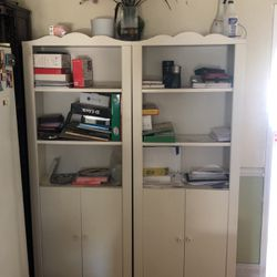 2 bookshelves 6 Feet tall for Sale in Fountain Valley,  CA