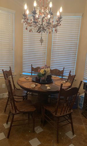 Beautiful Dinning Solid Oak Dinning Table With 6 Chairs, Nice Solid Antique Table 6chairs and Extension for Sale in Fresno, CA