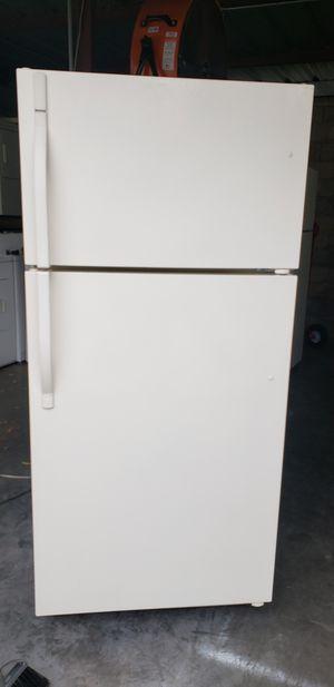 Refrigerator Kenmore cream for Sale in Orlando, FL