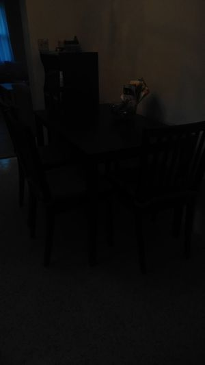 Kitchen table and chairs with cushions for Sale in Dania Beach, FL