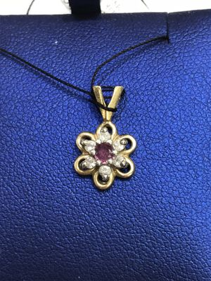 10K Yellow Gold Woman's Star/Flower Pendant with approx. 0.12cttw Diamonds and a Red Stone $99.99 **Great Buy** for Sale in Tampa, FL