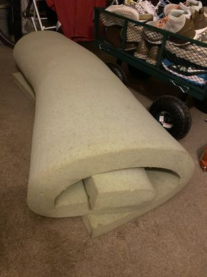 Full size 4 inch mattress topper. Very comfortable.. I upgraded to a queen size for Sale in Phoenix, AZ