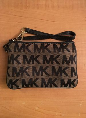 Michael Kors wristlet wallet MK logo black and tan for Sale in Cleveland, OH