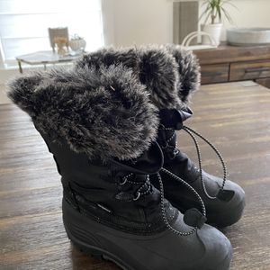 Kids Kamik Snow Boots Size 5 for Sale in Beacon, NY