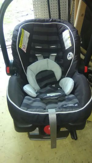 Grace carseat W/snuggie headrest for Sale in Conroe, TX