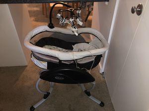 Graco baby swing for Sale in Richmond, VA
