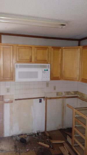 Upper kitchen cabinets and microwave for Sale in Bull Valley, IL