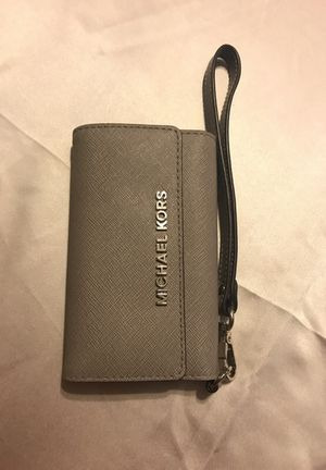 Michael Kors wristlet 5s for Sale in Houston, TX