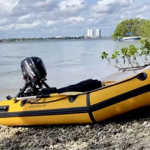 Boat,bote Inflable Con Motor Mercury 2.5 for Sale in Miami, FL