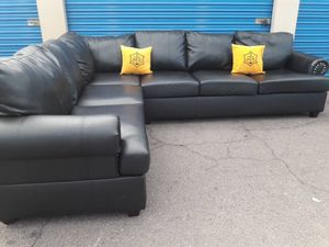 Really leather sectional couch black Like new, for Sale in Glendale, AZ
