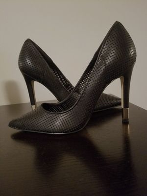 """GUESS Women's Perforated 4"""" Pump - Black (Size 6M) for Sale in Falls Church, VA"""