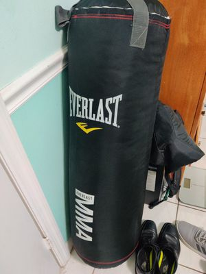 Everlast mma punching bag 70lb for Sale in Miami, FL