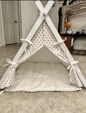 little dove Dog Teepee Large Pet Tent Furniture Cat and Dog Bed with Pad 30inL x 30inW x28inH for Sale in Riverview, FL